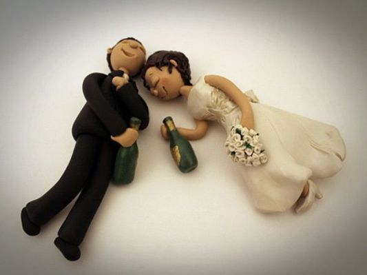 drunk-bride-and-groom-funny-cake-topper